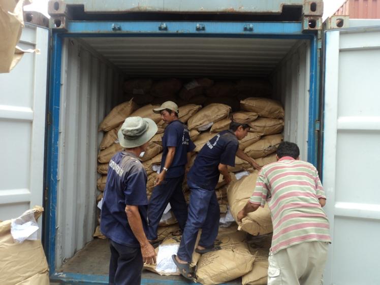 Giao nhận hàng hóa vận chuyển bằng container